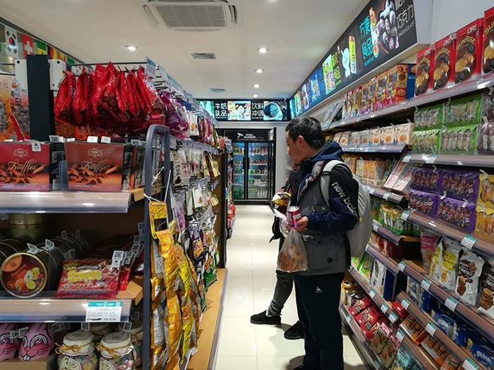 超市货架摆放