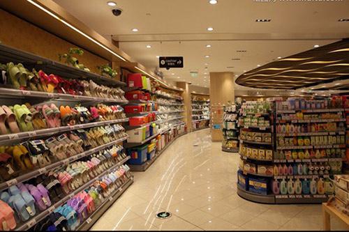 超市货架的陈列细节可以大大提高空间利用率