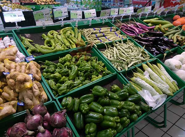 大型超市中水果蔬菜货架如何摆放才能更好引流