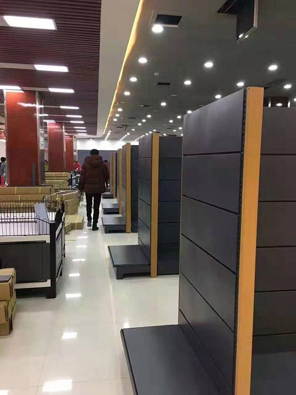 河北邯郸大润发超市货架安装中