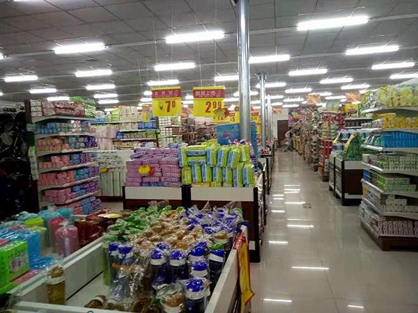 河南省南阳市桐柏县月河镇世纪莲花购物广场促销台