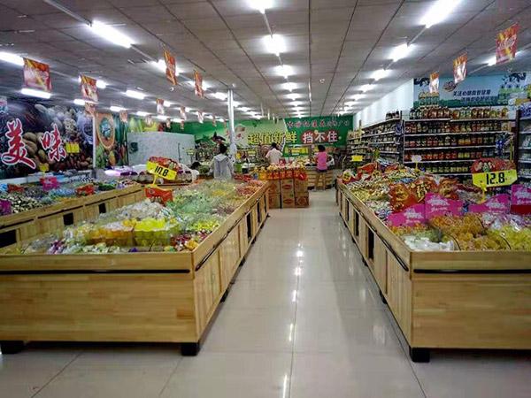 河南省南阳市桐柏县月河镇世纪莲花购物广场零食区
