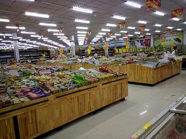 驻马店平舆世纪红购物广场零食区
