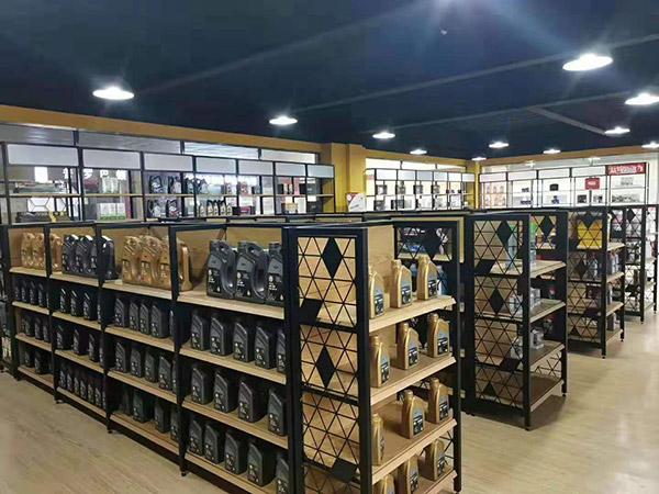 郑州市曼联国际汽车养护连锁店钢木货架