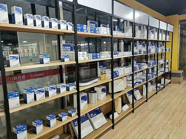 郑州市曼联国际汽车养护连锁店单面钢木货架