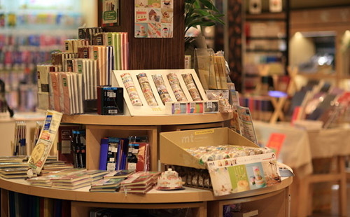 文体店货架有哪几种类型?小编教你如何挑选文体店货架