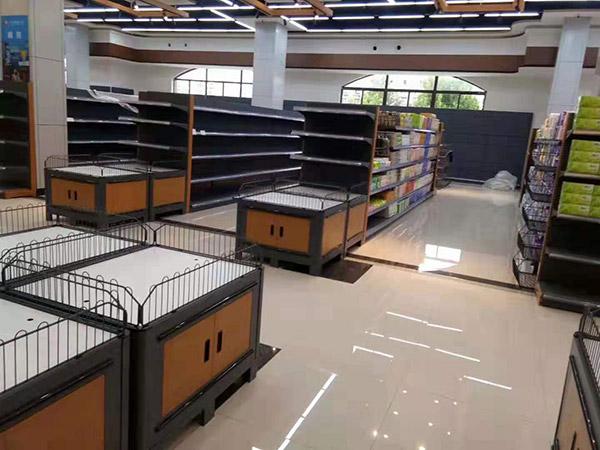 南阳唐河广隆购物广场促销台