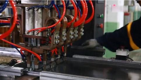 货架层板加强筋全自动焊接视频,大家可以了解一下