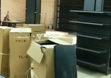 河南驻马店遂平联丰购物广场超市货架基本安装完毕