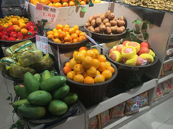 蔬菜水果货架是平底的好还是放筐的好?