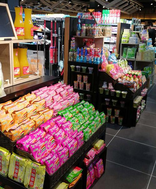 双面超市货架端头,端头分三层