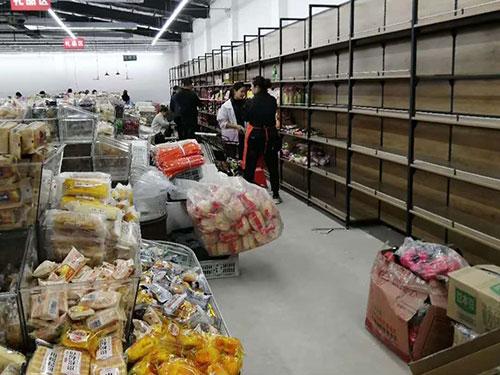 超市正在紧张的筹备开业